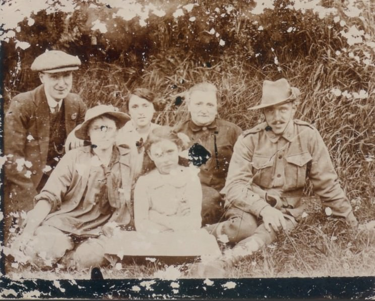 George Laing Duthie and family 1917
